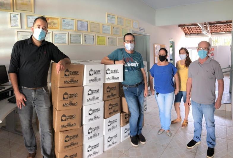 Famílias de alunos do CEI Nossa Senhora de Fátima recebem 125 cestas básicas