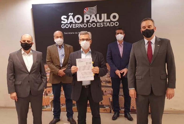 Prefeitura assina convênio com a CDHU para construções de 50 moradias em Sarutaiá