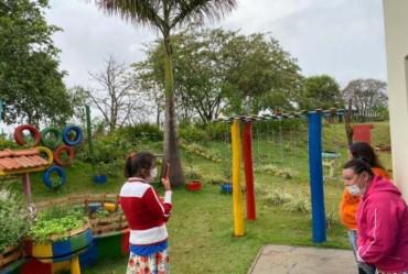 APAE de Taquarituba recebe oficina de fotografia para despertar novos olhares de crianças e jovens com deficiência