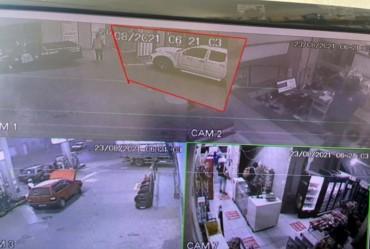Polícia recupera caminhonete roubada durante assalto à posto de combustível