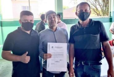 Vice-prefeito de Sarutaiá e coordenador de esportes apresentam reivindicações para o secretário estadual de esportes Aildo Rodrigues