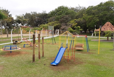 Camping Municipal de Avaré ganha novo parquinho