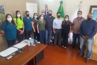 Deputado estadual Vinícius Camarinha visita Timburi