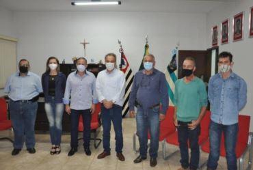 Prefeito Edinho Fundão recebe o deputado federal Samuel Moreira em Taguaí