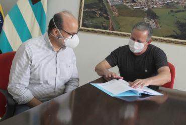 Prefeito Edinho Fundão recebe deputado Ricardo Madalena em Taguaí e reforça parceria